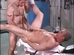 Muscled Bears Enjoy Great Threesome 2