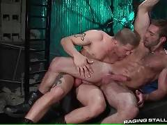 Two Muscled Dudes Are Fucking Hard 3